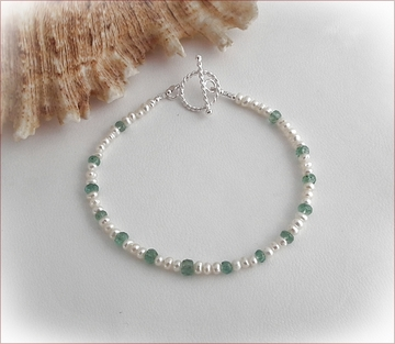 Pearl and emerald bracelet