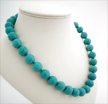 Knotted turquoise necklace