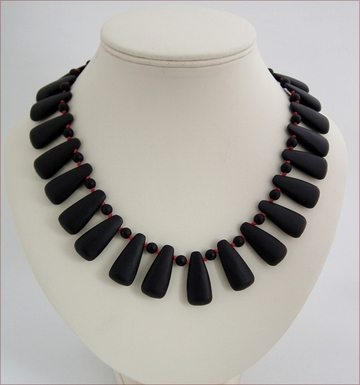 matt black drops knotted necklace