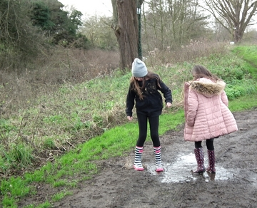 girls splashing