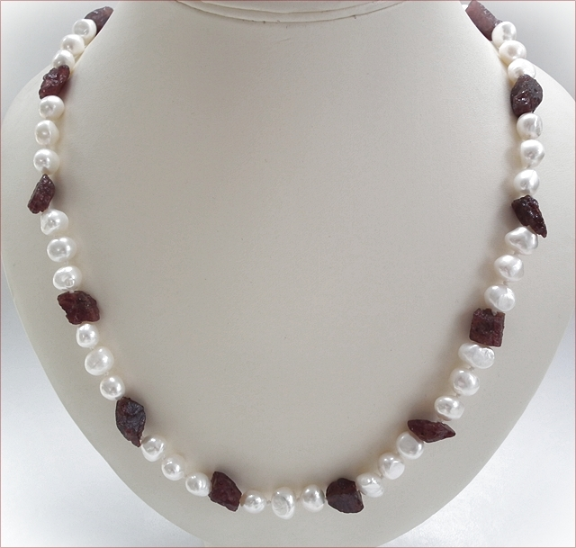 Large Freshwater Pearls with Garnet Nuggets Necklace (SM86)