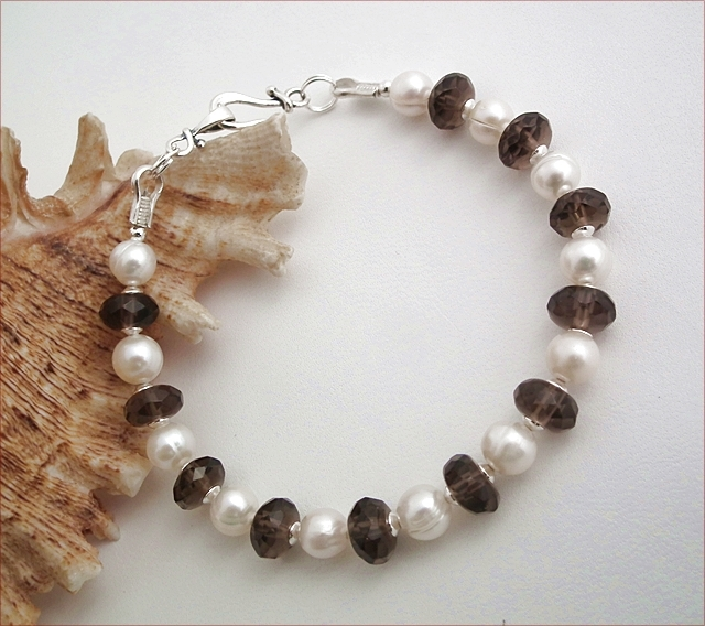 Smoky Quartz and Pearl Bracelet (SM98)