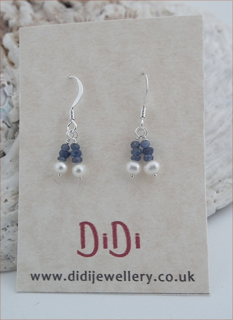 Sapphire and Pearl Earrings (DE07)